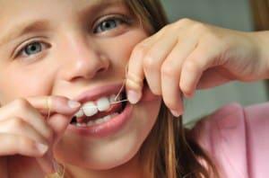 استفاده از نخ دندان-نخ دندان,دندانپزشکی کودک و نوجوان,ضرورت استفاده از نخ دندان-دکتر کبریایی
