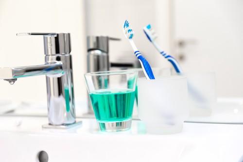 دهانشویه,نکات مهم در هنگام مسواک زدن,معیار انتخاب مسواک و نخ دندان