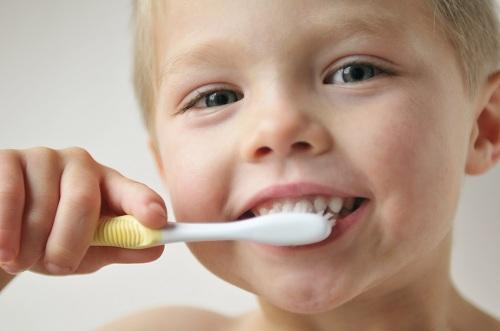 toothbrush,مسواک کردن دندانهای کودک