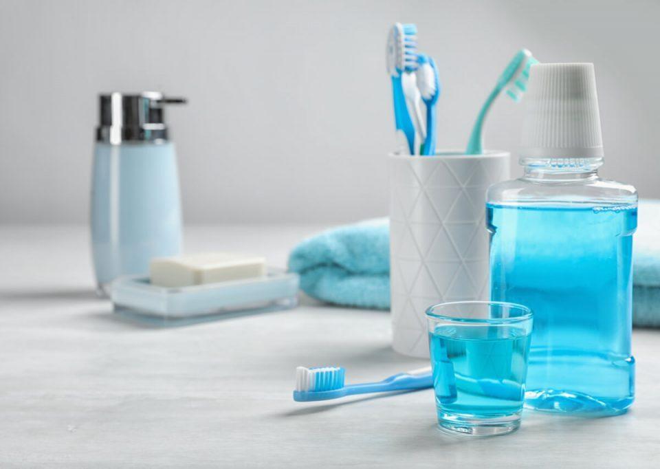 اهمیت فلوراید برای دندان,Fluoride,دهانشویه,چگونه مسواک را تمیز کنیم