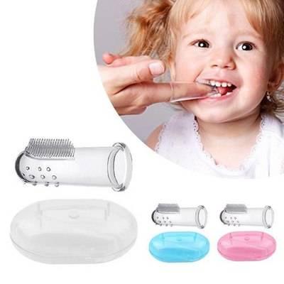 finger toothbrush,استفاده از مسواک انگشتی,مسواک کردن دندانهای کودک