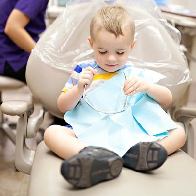 حفاظت از دندانهای کودک,نکاتی هنگام بردن کودکان به دندانپزشک,baby's first dental visit,بهترین متخصص دندانپزشکی کودک و نوجوان