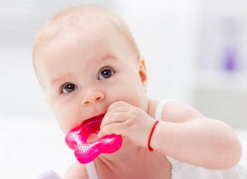 کاهش درد رویش دندان شیری کودکان,teething,نگهداری از دندانهای شیری